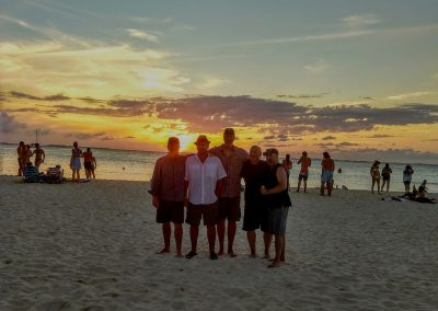 isla mujeres - boys on beach